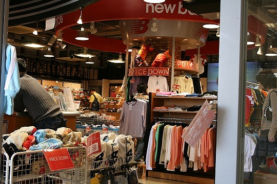 ニューバランス ファクトリーストアコウベ(newbalance factory store KOBE) 三井アウトレットパーク マリンピア神戸