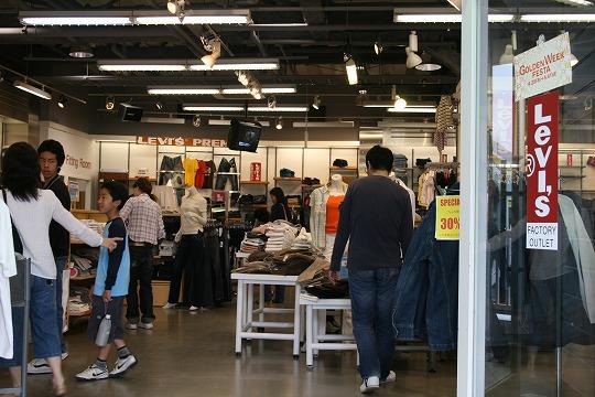 リーバイス(Levi's) 三井アウトレットパーク横浜ベイサイド店