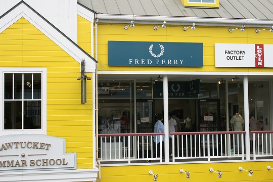フレッド ペリー(Fred b PERRY) 三井アウトレットパーク横浜ベイサイド店