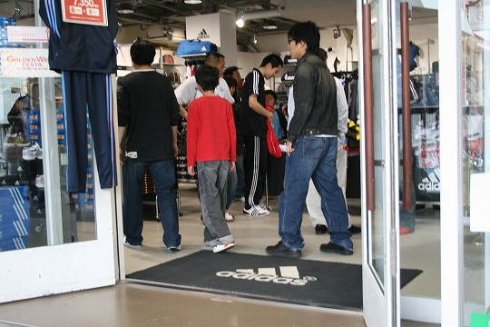 アディダス(adidas) 三井アウトレットパーク横浜ベイサイド店